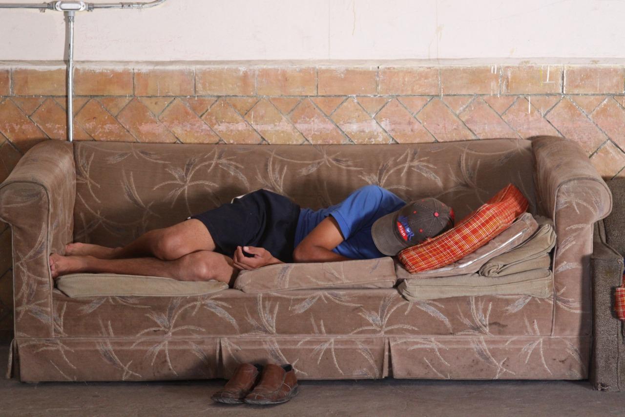 El descanso. Al llegar a Saltillo, Coah., los migrantes han recorrido al menos 1 mes y medio desde que ingresan a México por la frontera de Chiapas. Casa Belén, Saltillo, Coahuila. Foto: Vanessa García.