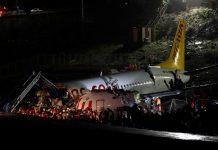 En Turquía avión de pasajeros se sale de la pista de aterrizaje y se rompe