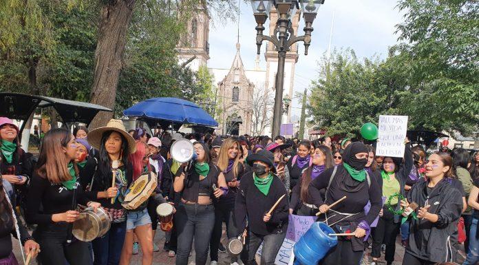 """Marcha """"Mujeres que luchan por mujeres"""" toma las calles de la Comarca red es poder"""