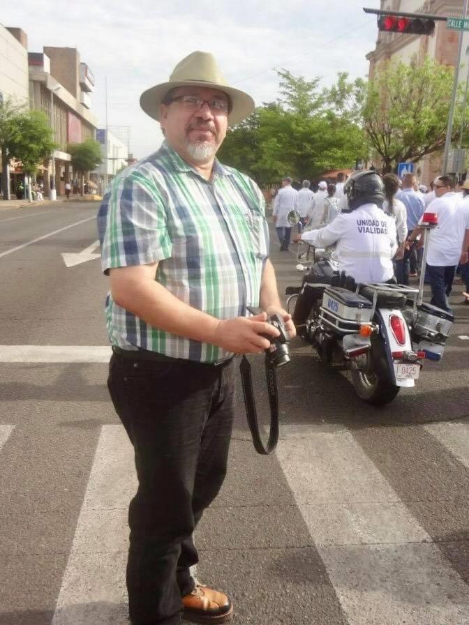 Pie: Por la avenida Álvaro Obregón cubriendo una protesta del sector de la salud