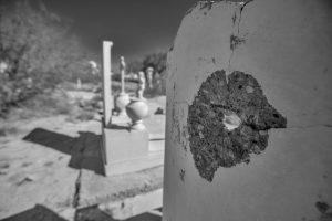 En la época de más violencia en Torreón, era común que pistoleros practicaran el tiro al blanco disparándole a las lápidas en los cementerios.