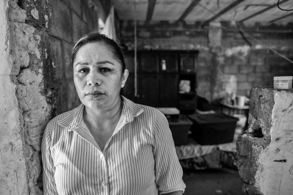 Marcela lleva dos años esperando que encuentren a su hijo, perdido en un desierto de fosas.