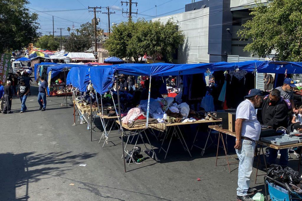 Ignacia Cruz vende los fines de semana en un sobreruedas de Tijuana. Crédito: Eduardo Jaramillo.