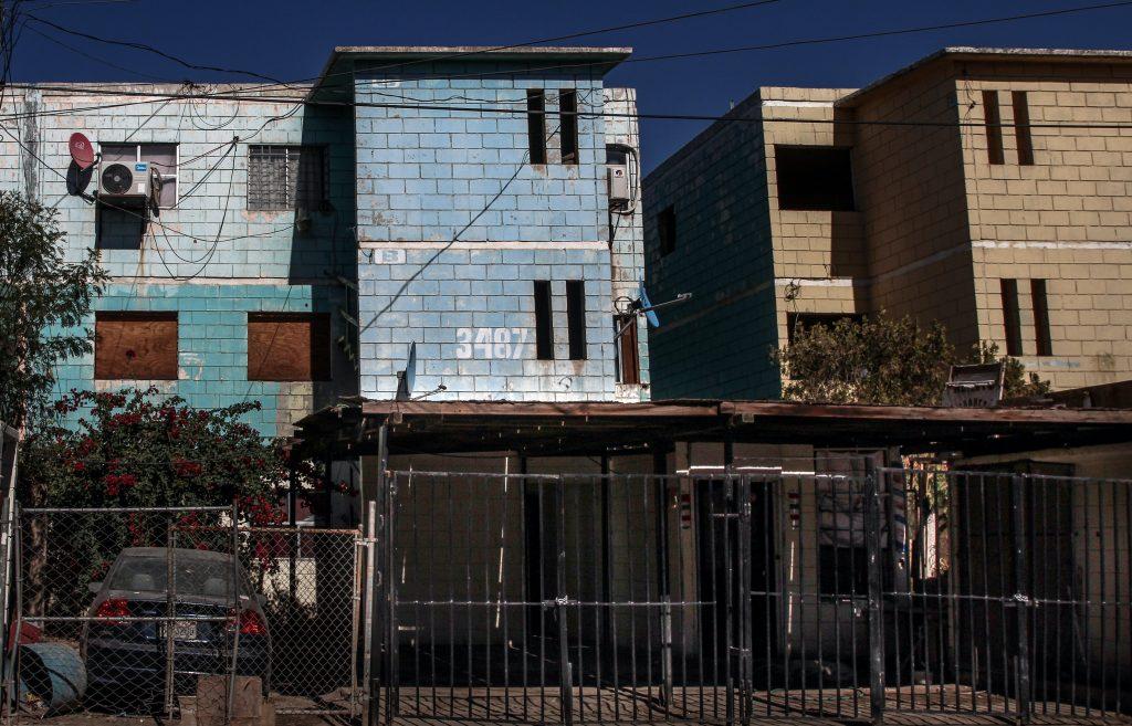 En el tercer piso de este departamento, en Mexicali, vivió Juan Martínez, contratista del estado sancionado por el SAT. Crédito: Eduardo Jaramillo.