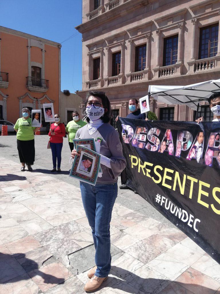 Diana Iris García busca desde hace 14 años a su hijo Daniel Cantú Iris, desaparecido en el municipio de Ramos Arizpe, Coahuila; luego de años de nulo avance, al solicitar el expediente de su hijo, se encontró con que se había extraviado gran cantidad de información. Crédito: Esmeralda Sánchez red es poder