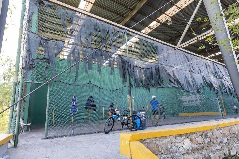 Cancha de frontenis en la Ciudad Deportiva. Foto: Omar Saucedo