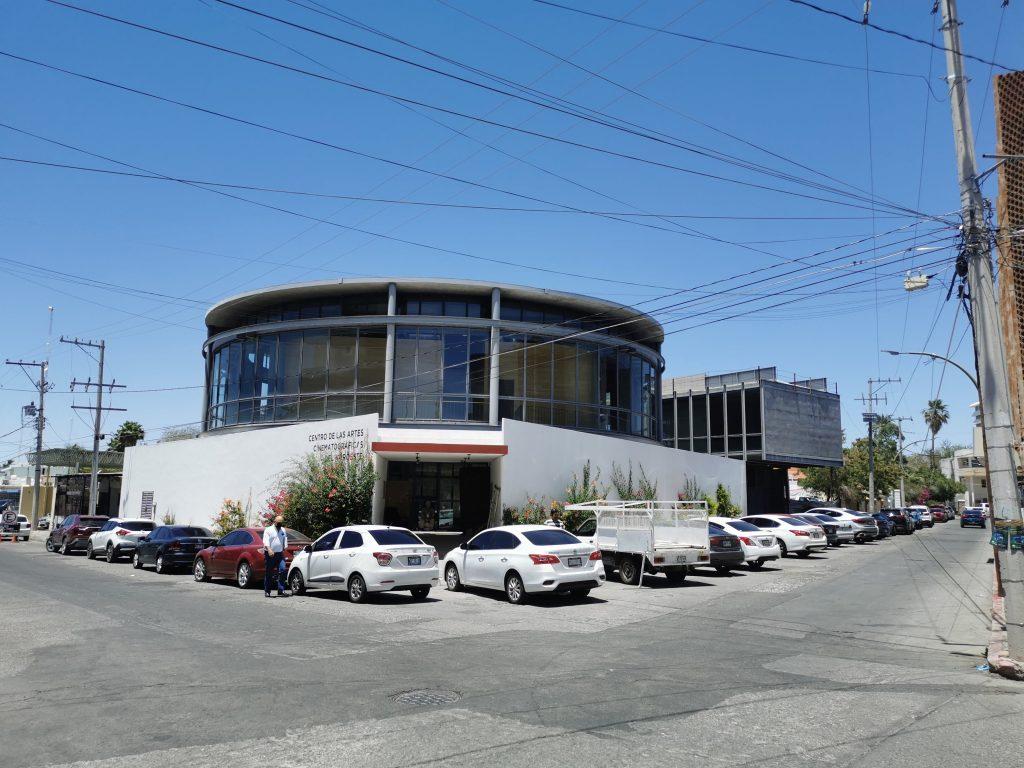 El edificio está ubicado entre las calles Comonfort y Doctor Pesqueira, a 190 metros del Palacio de Gobierno de Sonora en la ciudad de Hermosillo. Crédito: Angel Coronel